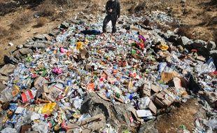 Illustration des déchets sur le mont Everest, au Népal, en 2012.