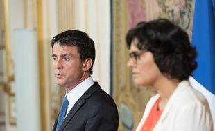 Le Premier ministre Manuel Valls et la ministre du Taravail Myriam El Khomri, le 29 juin 2016 à Paris.