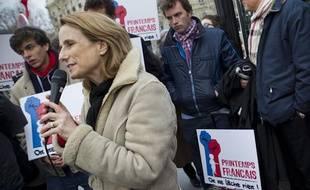La porte-parole du «printemps français» Béatrice Bourges, le 27 mars 2013, sur les Champs-Elysées, à Paris.