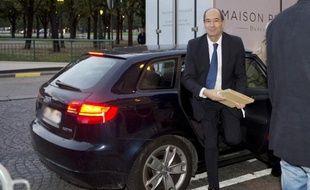 L'ex-ministre du Budget Eric Woerth n'a pas été mis en examen au terme de deux journées d'audition à la Cour de justice de la République (CJR) sur la vente controversée de l'hippodrome de Compiègne, a annoncé vendredi soir son avocat.