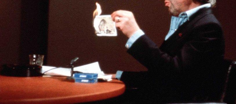 En 1984, Serge Gainsbourg a brûlé un billet de 500 francs sur le plateau de «7 sur 7» afin de protester contre le «racket fiscal».