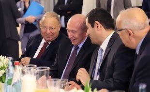 Le ministre de l'Intérieur, Gérard Collomb, entouré du président du Conseil français du culte musulman, Ahmet Ogras, et de Dalil Boubakeur (gauche), le 12 juin 2018.