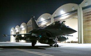 Photo fournie le 9 octobre 2015 par le service de presse du ministère de la Défense d'un Rafale au décollage d'une base dans le Golfe, pour des frappes en Syrie