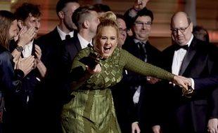 Adele a décroché cinq victoires aux Grammy Awards, le 12 février 2017.