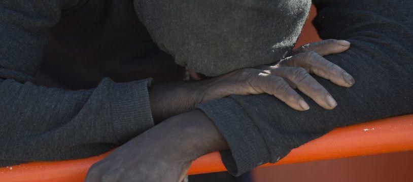Des migrants à bord d'une embarcation gonflable (image d'illustration).