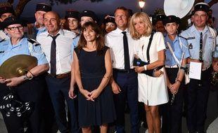 Brigitte et Emmanuel Macron à Bormes-les-Mimosas, dans le Var, le 17 août 2019.