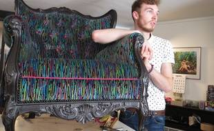 Alexis Tibaux, dans son atelier de tapisserie décoration, dans le Vieux-Lille.