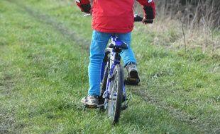 Un enfant sur une vélo (image d'illustration).