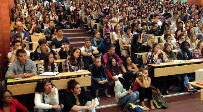 Un cours en amphi bondé dans une université nantaise. – Unef