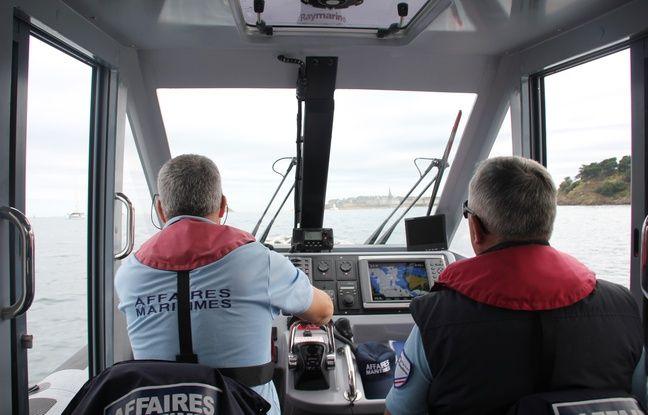 A bord de la vedette des affaires maritimes au large de Saint-Malo.