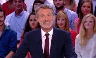 Capture d'écran du «Grand journal» de Canal+, présenté par Antoine de Caunes le 26 août 2013.