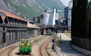 La reprise de l'usine d'aluminium centenaire de Saint-Jean-de-Maurienne, dont la signature doit intervenir samedi, suscite un vif soulagement dans la vallée savoyarde, où elle est le principal pourvoyeur d'emplois, mais les salariés restent prudents face au repreneur, l'Allemand Trimet.