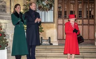 La duchesse et le duc de Cambridge aux côtés de la reine Elisabeth II.