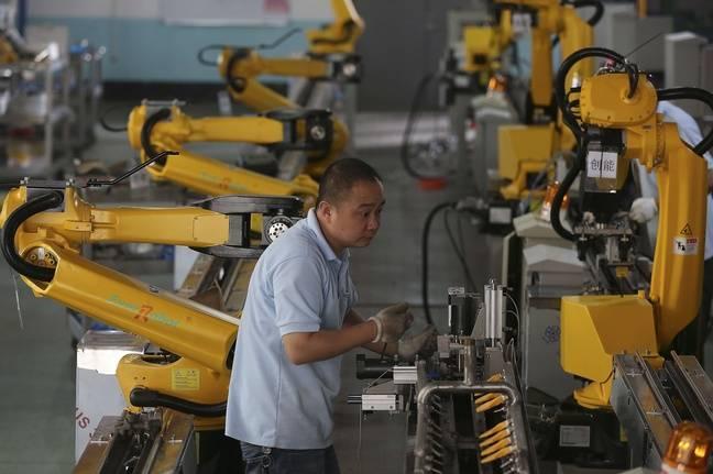 Le 25 août 2015, dans une usine de la province du Zhejiang, en Chine, où des plans gouvernementaux encouragent la robotisation.
