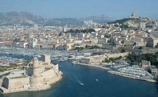 Vue aérienne du vieux port de Marseille, le 30 juin 2015