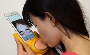 Embrassez ce dispositif pour téléphone et envoyez (presque) un vrai baiser à qui vous voulez !