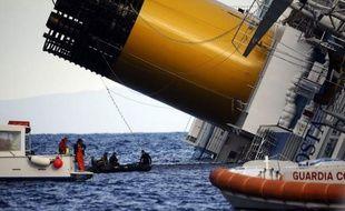 Le commissaire de bord Manrico Giampietroni a sauvé des dizaines de passagers avant de tomber au fond d'un des cinq restaurants inondé, sur le Costa Concordia et de retrouver l'air libre dimanche, 36 heures après le naufrage du navire de croisière.