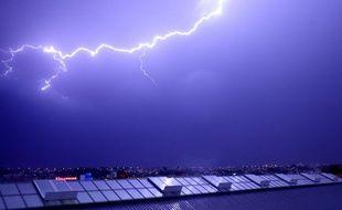 On les attends de pied ferme, les orages. (archives)