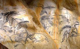 Panneau des chevaux (vue générale). Caverne du Pont d'Arc (copie de la Grotte Chauvet)