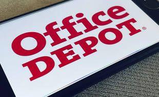 Le logo d'Office Depot sur un smartphone.