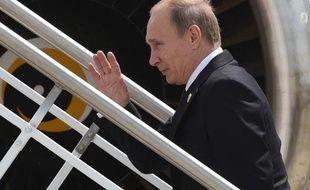 Le président russe Vladimir Poutine quittant le sommet du G20 à l'aéroport de Brisbane, le 16 novembre 2014
