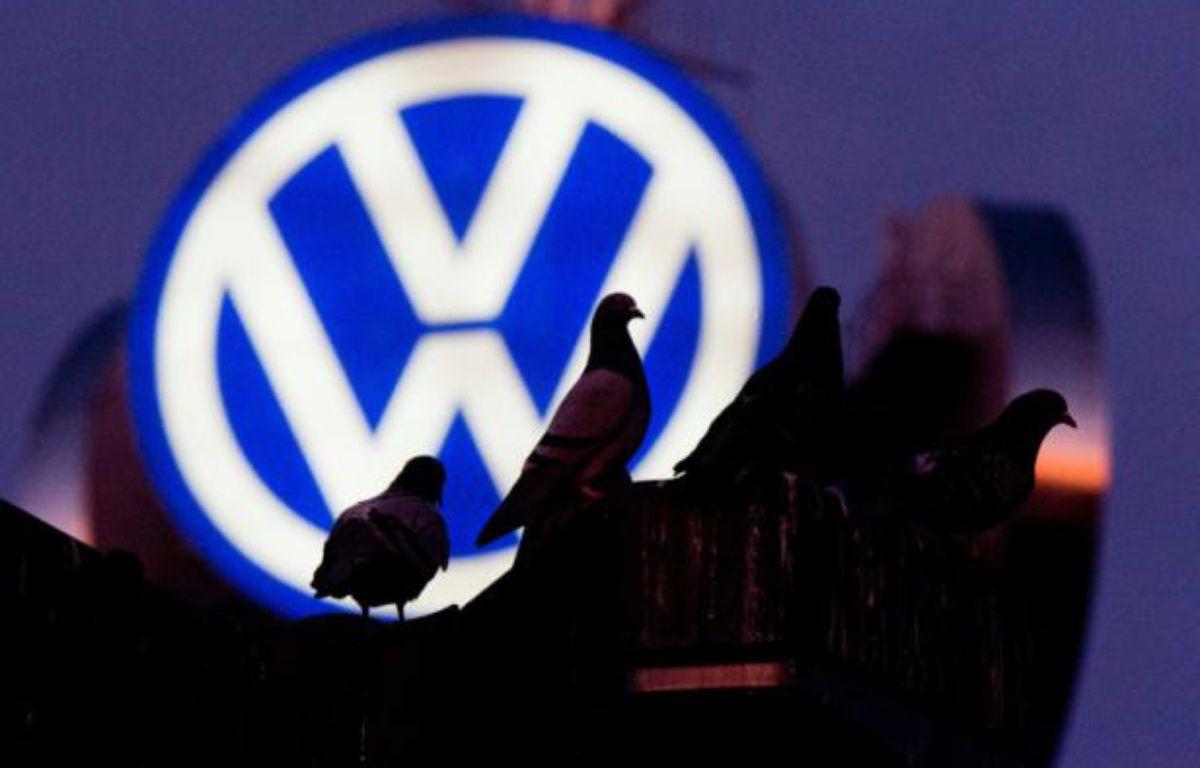 Sous le feu des critiques après le scandale des moteurs truqués de Volkswagen, la Commission européenne veut reprendre la main sur les procédures d'homologation de véhicules de l'UE – JULIAN STRATENSCHULTE DPA