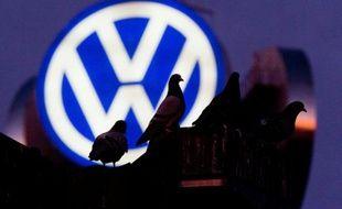 Sous le feu des critiques après le scandale des moteurs truqués de Volkswagen, la Commission européenne veut reprendre la main sur les procédures d'homologation de véhicules de l'UE