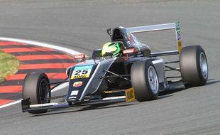 Mick Schumacher lors de sa première course en Formule 4, le 24 avril 2015 à Oschersleben.