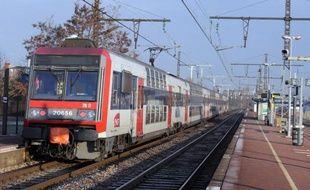 Photo d'un train du réseau Transilien (RER), prise le 15 décembre 2010 en région parisienne