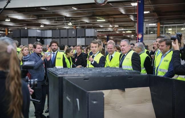 Emmanuel Macron, en visite à l'usine Whirlpool en octobre 2017.
