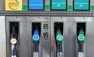 Le prix du gazole, carburant le plus consommé en France, est tombé sous la barre de 1 euro le litre la semaine dernière en France, pour la première fois depuis le 19 janvier 2007, a indiqué lundi à l'AFP l'Union française des industries pétrolières (Ufip).