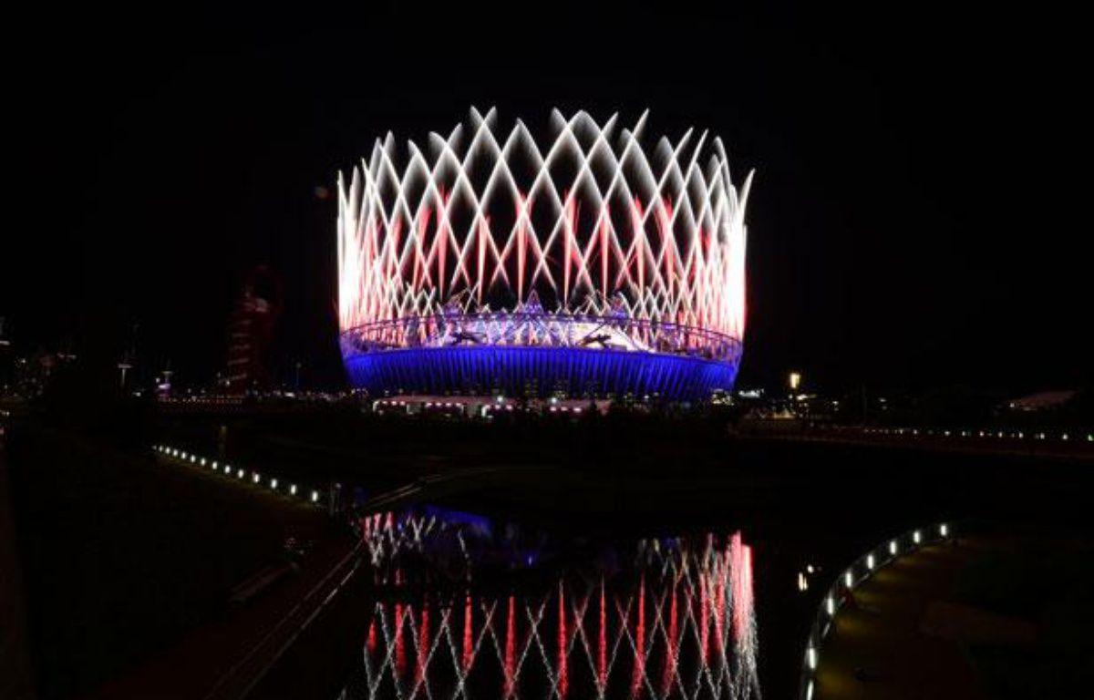 Le stade olympique de Lodnres s'embrase lors de la cérémonie d'ouverture des JO2012, le 27 juillet. – AFP PHOTO / CARL DE SOUZA