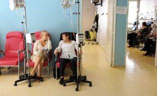 Une étude menée par le centre Léon Bérard de Lyon a permis de mettre en évidence un risque de mortalité augmenté chez les patients atteints d'un cancer et positif au coronavirus.