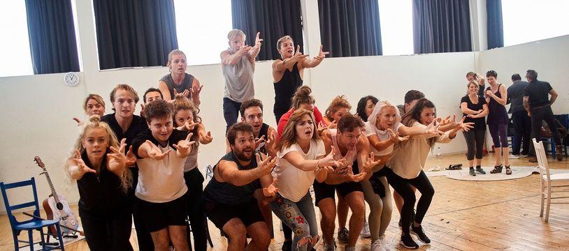 Une partie de la troupe de «Mamma Mia!» qui se produira à la Seine Musicale en octobre 2019.