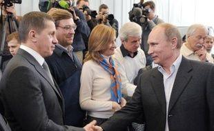 Le recul du parti au pouvoir Russie unie aux législatives de dimanche ouvre une brèche dans la domination jusqu'à présent largement perçue comme intangible de Vladimir Poutine, même si le régime en place depuis une décennie garde les commandes bien en mains.