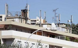 Des antennes-relais installées sur les toits d'immeubles niçois, le 7 septembre 2009