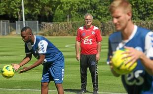Le coach du Racing Jacky Duguépéroux croit ses joueurs capables d'aller décrocher la montée en Ligue 2. (Archives)