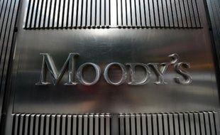 L'agence de notation Moody's a annoncé vendredi le maintien de la note de la dette française à Aa1, soit le deuxième meilleur niveau de son échelle, mais exprimé son scepticisme face aux réformes de François Hollande.