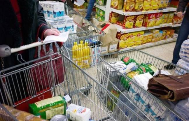 Après une accalmie en 2010, le panier moyen des consommateurs a grimpé de 4,4% en 2011 avec la flambée de certains produits comme les jus de fruits, selon l'Observatoire annuel des prix de Familles rurales, publié mardi par La Croix.