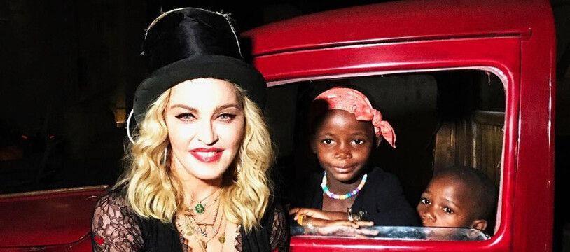 La chanteuse Madonna et ses filles Estere et Stella
