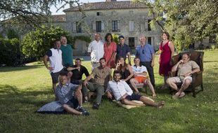 Les agriculteurs de la saison 13 de «L'Amour est dans le pré» autour de l'animatrice Karine Le Marchand.