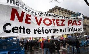 """L'Assemblée nationale a adopté mardi le projet de loi sur l'emploi, salué comme inédit par le gouvernement, tandis que la CGT et FO , opposés à ce texte """"scélérat"""", ont mobilisé modestement partout en France pour enjoindre les députés de ne pas l'adopter et les mettre en garde contre ses conséquences """"néfastes""""."""