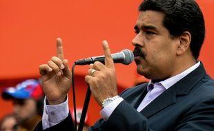 Le président vénézuélien Nicolas Maduro intervient lors d'une manifestation à Caracas, le 22 juin 2016