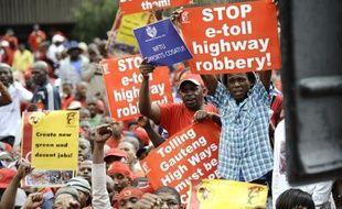 Des dizaines de milliers de personnes manifestaient mercredi en Afrique du Sud pour protester contre un projet de péages routiers et le recours au travail par intérim, à l'appel du Cosatu, la puissante confédération syndicale pourtant alliée de l'ANC au gouvernement.