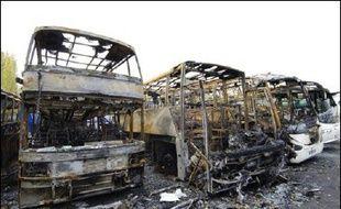 Le ministre délégué aux Collectivités territoriales Brice Hortefeux a réaffirmé mardi au Sénat que le montant des dommages causés aux collectivités lors des violences de l'automne 2005 dans les banlieues se situait entre 50 et 60 millions d'euros.