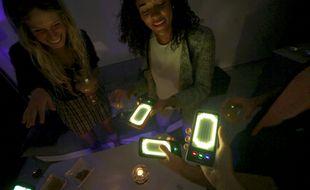 La coque consomme environ 7% de la batterie du téléphone par heure d'utilisation.