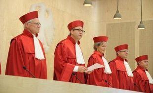 La Cour constitutionnelle allemande a autorisé mercredi l'adoption par Berlin des derniers mécanismes de sauvetage de la zone euro, levant une incertitude majeure sur la gestion de la crise financière.