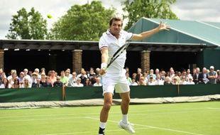 Julien Benneteau aura les honneurs du Central au troisième tour de Wimbledon vendredi, face au Suisse Roger Federer, N.3 mondial et sextuple vainqueur du tournoi londonien.