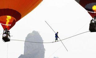 Les montgolfières servent à maintenir le fil à 30m de hauteur