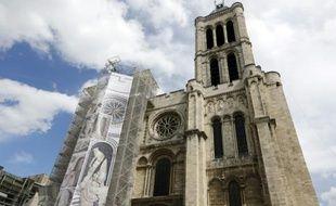 La Basilique Saint-Denis en traveaux le 9 mai 2013, à Saint-Denis près de Paris